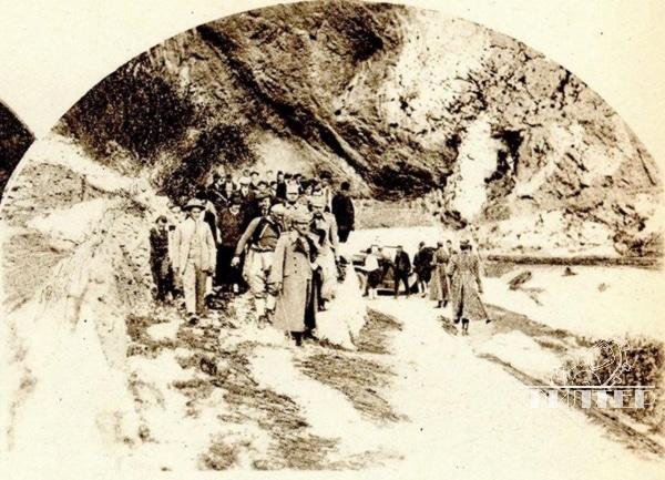Kralj Aleksandar Karađorđević sa pratnjom na izvoru Bune u Blagaju
